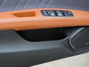 2018款3.0T 430Hp 豪华版 车门储物空间