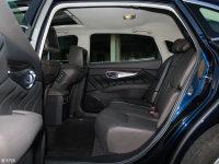 空间座椅英菲尼迪Q70L混动后排空间