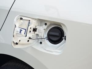 2018款1.2T CVT GL智享版 油箱盖打开