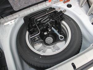 2012款1.8L CVT豪华先进版 备胎