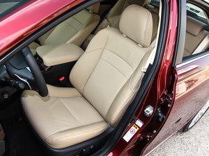 2013款2.5V 尊锐导航版 前排座椅