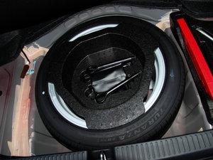 2013款2.5V 尊锐导航版 备胎