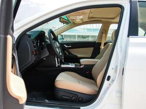 2013款2.5V 尚锐导航版 前排空间