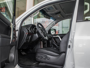 2016款3.5L V6 自动TX-L 前排空间