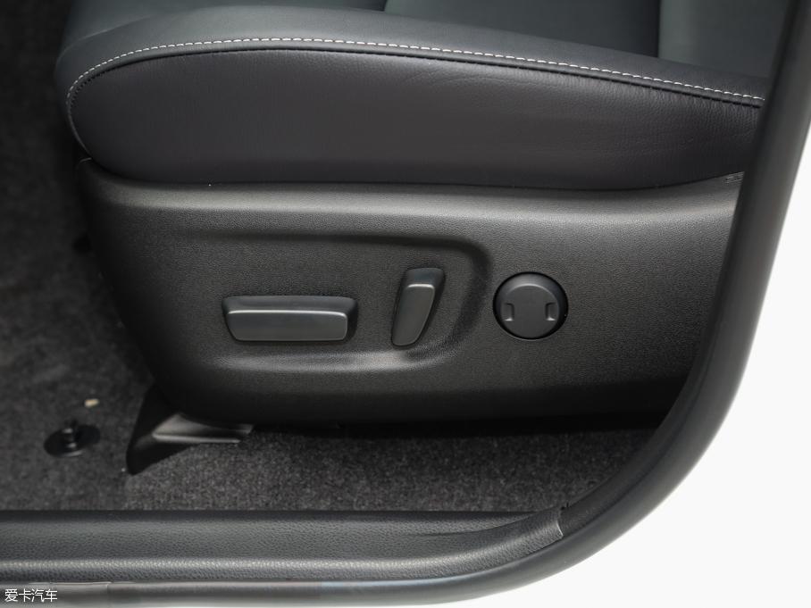2016款RAV4 座椅调节