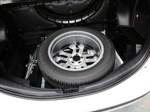 2016款2.5L 自动四驱尊贵版 备胎