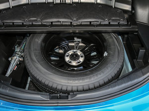 2016款2.0L CVT四驱新锐版 备胎