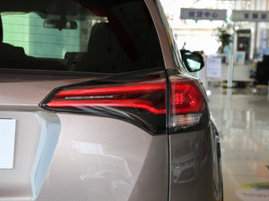 2016款2.0L CVT两驱风尚版 尾灯