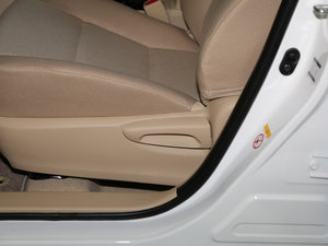 2017款1.6L CVT GL 座椅调节