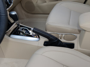 2017款1.2T CVT GL-i真皮特别版 驻车制动器