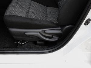 2017款1.5L CVT锋驰版 座椅调节