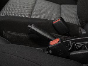2017款1.5L CVT锋驰版 驻车制动器