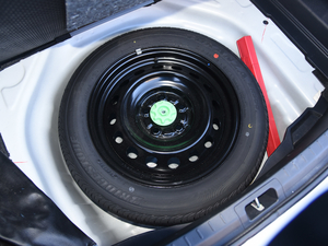 2017款1.8L E-CVT旗舰版 备胎