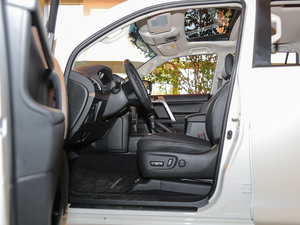 2018款3.5L 自动TX-L后挂备胎 前排空间