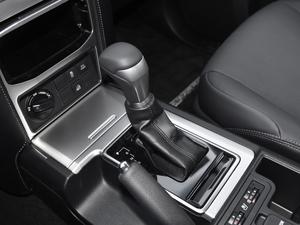 2018款3.5L 自动TX-L后挂备胎 变速挡杆