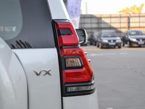 2018款3.5L 自动VX-NAVI 后挂备胎 尾灯