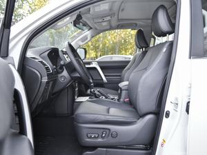 2018款3.5L 自动VX-NAVI 后挂备胎 前排空间