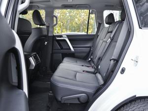 2018款3.5L 自动VX-NAVI 后挂备胎 后排空间