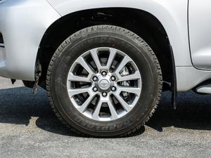 2018款3.5L 自动VX-NAVI 后挂备胎 轮胎