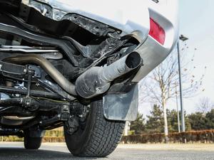 2018款3.5L 自动VX-NAVI 后挂备胎 尾排