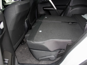 2016款2.0L CVT两驱风尚版 后排座椅放倒