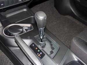 2016款2.0L CVT两驱风尚版 变速挡杆