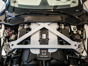2017款5.2T V12 发动机