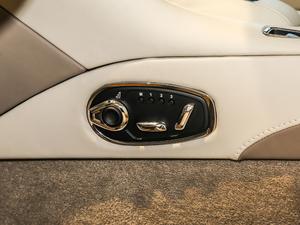 2017款5.2T V12 座椅调节