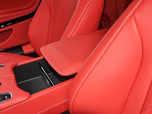 2019款V8 Volante 前排中央扶手