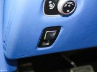 中控区V8 Vantage驻车制动器