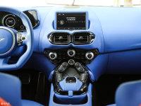 中控区V8 Vantage中控台