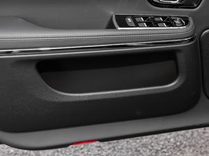 2018款L 3.0T 两驱全景商务版 车门储物空间