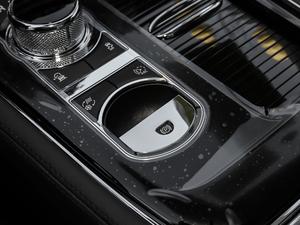 2018款L 3.0T 两驱全景商务版 驻车制动器