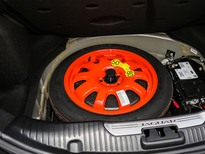 2018款L 3.0T 两驱全景商务版 备胎