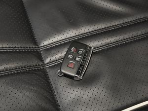 2018款L 3.0T 两驱全景商务版 钥匙