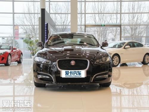 "jaguar""标志,再加上后尾灯耀现的形似字母""j""的荧光,使得捷豹xf高清图片"