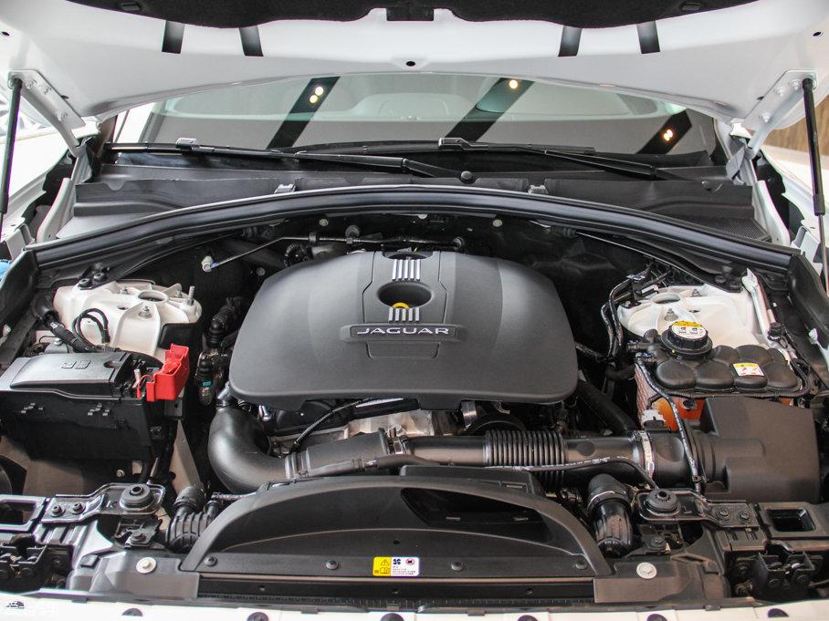 捷豹作为一直生产运动性轿车的品牌,最近推出的捷豹F-PACE首款SUV车型,确实给予了我们太多的新鲜感、神秘感。