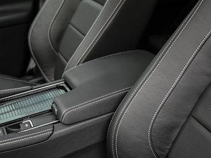 2018款3.0 SC 四驱S高性能版 前排中央扶手