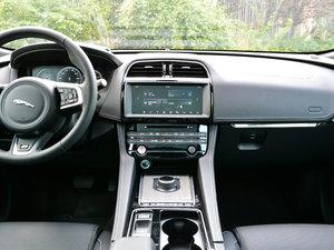 2018款2.0T 四驱R-Sport运动版 中控台