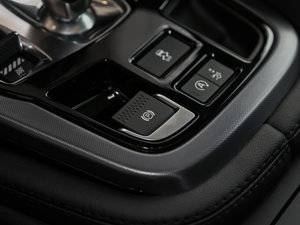 2018款3.0T 硬顶版 驻车制动器