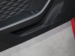 2018款5.0T SVR 硬顶版 车门储物空间