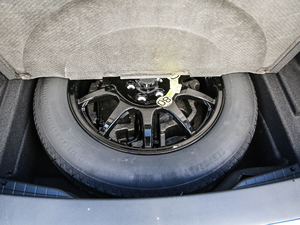 2019款250PS R-Dynamic S 备胎