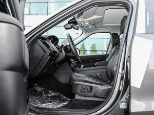 2019款3.0 V6 SE 前排空间