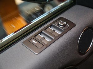 2017款3.0 V6 SE 中控区
