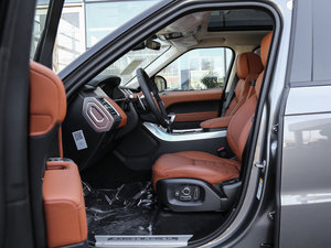 2017款3.0 V6 锋尚创世版型 DYNAMIC 前排空间