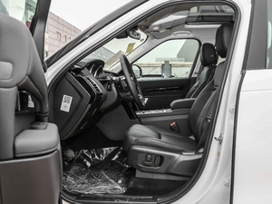 2018款3.0L V6 SE 前排空间