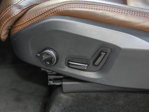 2019款T6 智尊版 7座 座椅调节