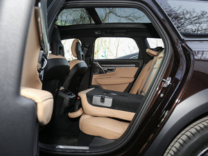 2017款2.0T T5 AWD 至尊版 后排座椅放倒