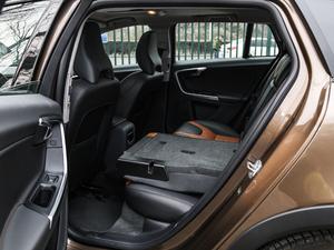 2017款2.0T T5 AWD 后排座椅放倒