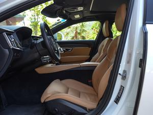 2017款2.0T T5 AWD 智尊版 前排空间